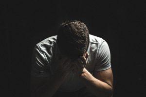 sintomas de cancer testicular